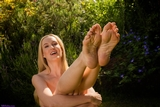 SS0434S: Ariel Anderssen stripping off for summer