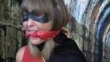 Robyn captured by a fan